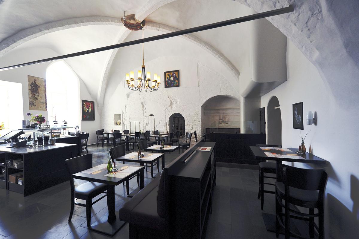 Gastronomie Einrichtung Kronleuchter,Koepke und Kasiske,Tischlerei Rügen,Moebel- und Ladenbau