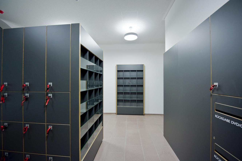 Spindfächer-Modern-Architektur-Tischler-Schreiner-4-kuk-ladenbau-Rügen