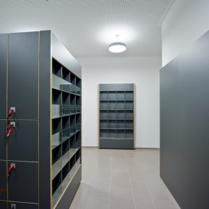 Spindfächer-Modern-Architektur-Tischlerei-Rügen-KuK-Möbel-und-Ladenbau