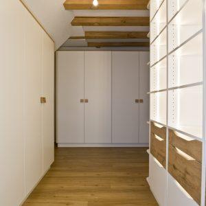 Kleiderschrank-Beleuchtung-Tischlerei-Rügen-KuK-Möbel-und-Ladenbau