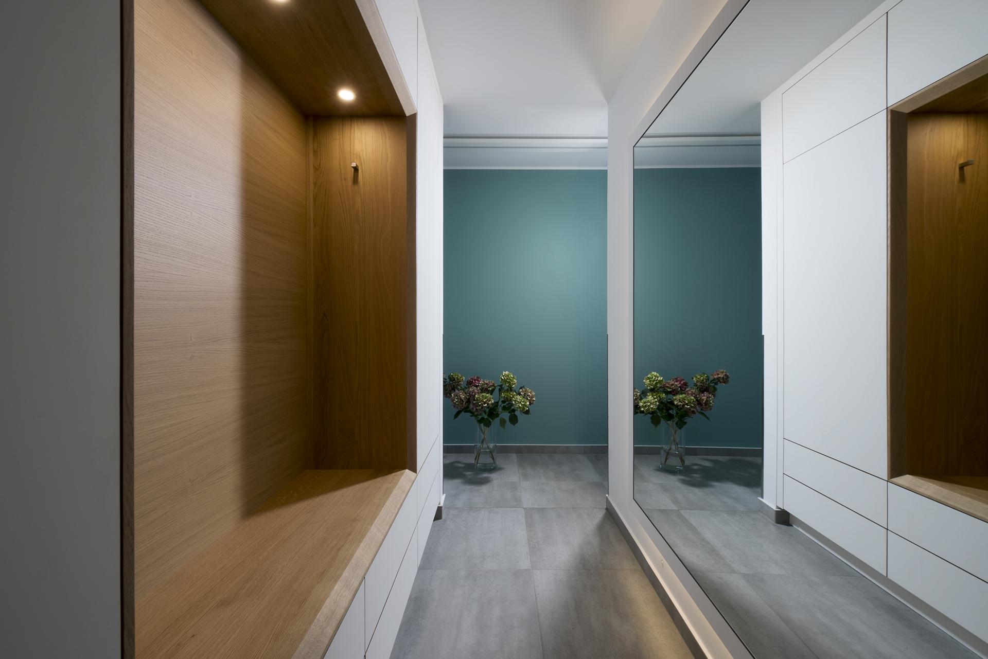 Garderobe passgenau, Eiche, weiß, eingebautes Licht, Koepke und Kasiske, Tischlerei Rügen
